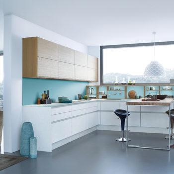 leichte, moderne und offene Küche